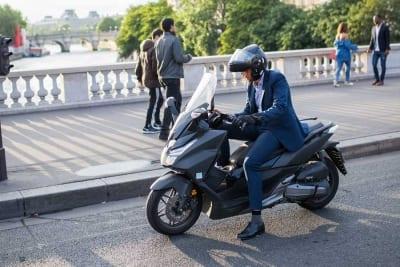 Qué motos se pueden conducir con el carnet de coche
